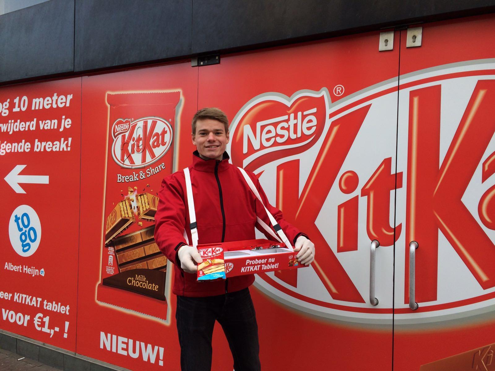 Krachten combineren: Kitkat sampling i.c.m. buitenreclame